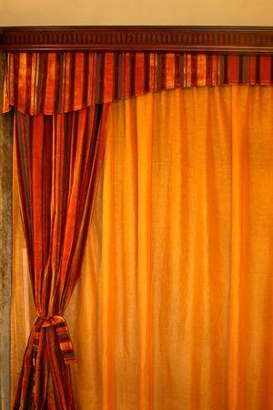 cortinas rojas: Orange cortinas de color rojo con cortinas hechas de terciopelo