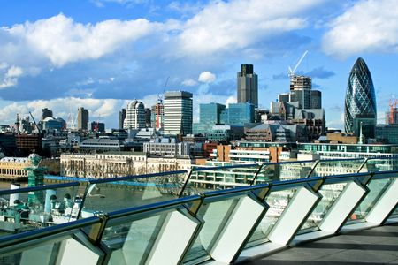penthouse: Sunny panorama of London from penthouse terrace