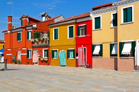 mediterranean houses: Old retro Mediterranean street with colorful houses