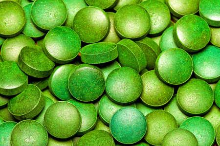 algas verdes: Mont�n de tabletas de org�nicos naturales de algas verdes  Foto de archivo