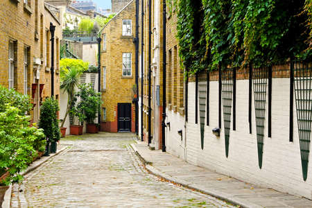 streets of london: Narrow back alley street in old London