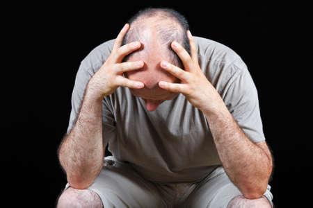 sad man: Hombre triste preocup�ndose por problema de p�rdida de cabello