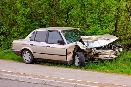 accidente transito: Accidente de tr�fico de alta velocidad con colisi�n frontal
