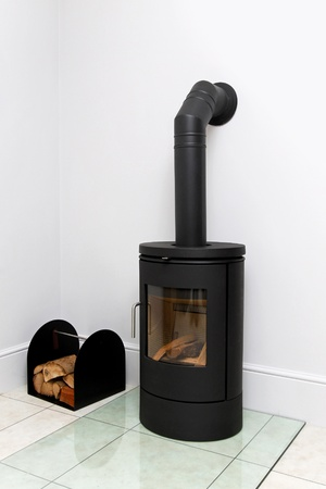 wood burning: Free standing black cast iron wood burning stove  Stock Photo
