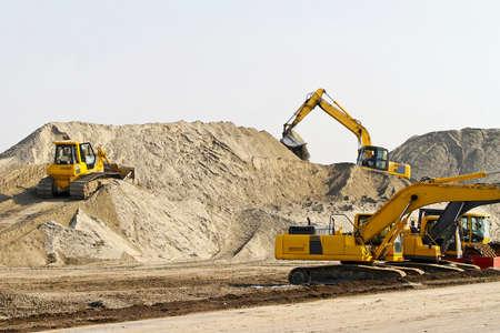 maquinaria pesada: Equipos de maquinaria pesada en el sitio de construcci�n de carretera  Foto de archivo