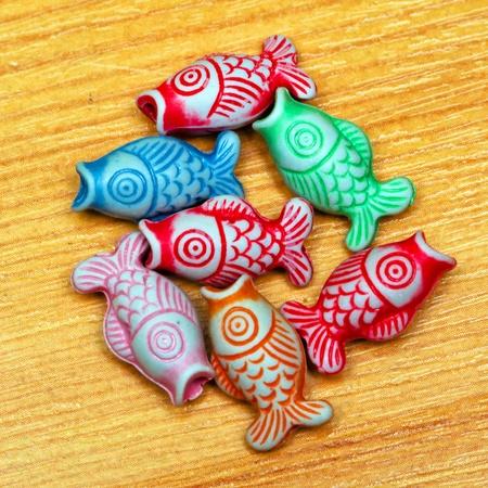 bijoux: Close up shot of color fish craft