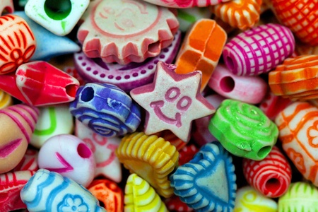 bijoux: Happy shape with smile in bunch of color beads
