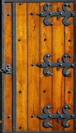 Bisagras de hierro muy antigua en madera ciegas Foto de archivo - 9277348