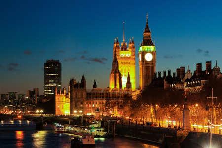england big ben: Big Ben clock Tower in color at night