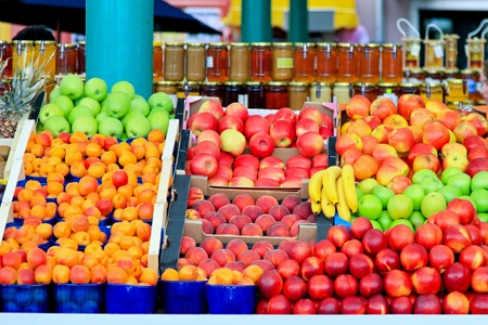 Fresh organic fruits at farmers market stall Stock Photo - 10261518