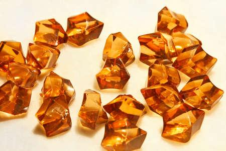 piedras preciosas: Gran mont�n de piedras de �mbar precioso semi