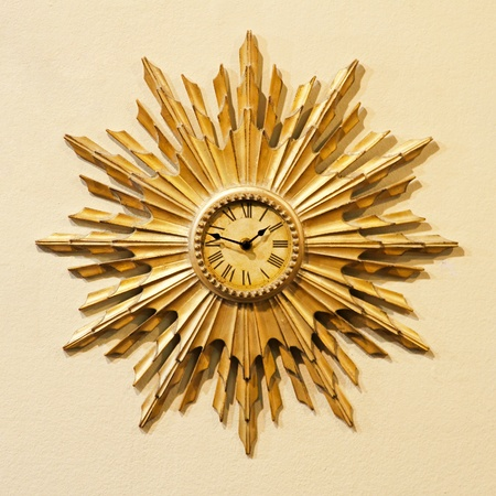 Analog clock with sun rays shape decoration