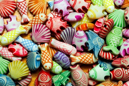 bijoux: Colourful assortment of shell and fish sealife beads