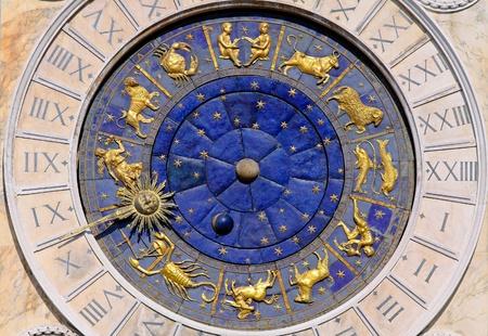 signes du zodiaque: Zodiac Clock à la place San Marco à Venise Banque d'images