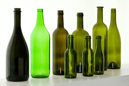 Botellas de vidrio para la selecci�n de vino en la pantalla Foto de archivo - 11959841