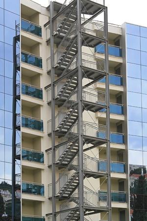 exterior escaleras de escape de incendios para urgencias foto de archivo