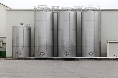 storage tank: Stainless steel silo for storing bulk materials in factory Stock Photo