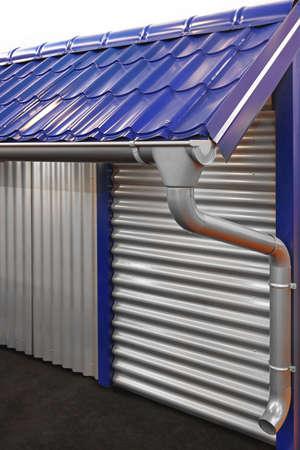 eau de pluie: Syst�me complet de goutti�res pour recueillir l'eau de pluie