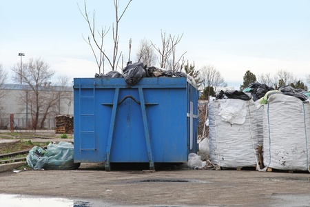 ferraille: sacs de matière triée pour le recyclage
