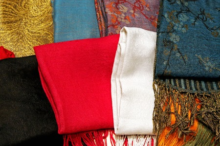 bufandas: Pa�uelos de colores y chales textiles