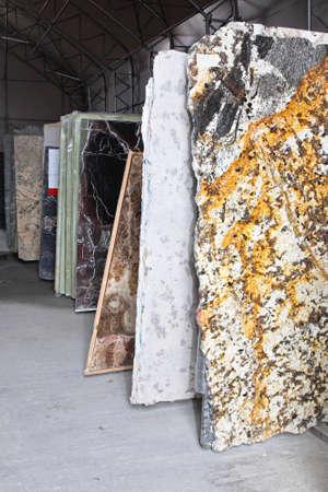 Distributionslager mit Marmor-und Granitsteinen