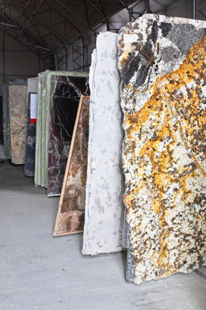 Magazzino di distribuzione con marmo e granito pietre