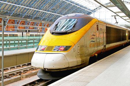 LONDON, UK - 8 gennaio Eurostar treno su 8 Gennaio 2010 Eurostar locomotiva del treno alla stazione di St Pancras a Londra, Regno Unito