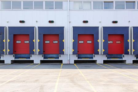 loading bay: Modern warehouse exterior with loading docks