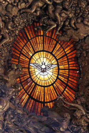 Il simbolo della colomba dello Spirito Santo in Vaticano Editoriali
