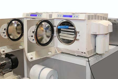 abrir puerta: Carga frontal unidad de esterilizaci�n autoclave moderno con c�mara de presi�n Foto de archivo