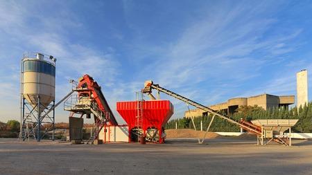 batch: Batch plant for concrete at construction site