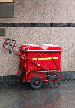proffessional: Mail delivery cart under snow in London