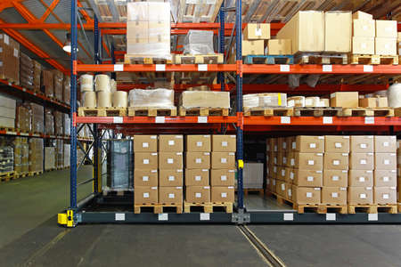 Distribution warehouse with mobile shelving system