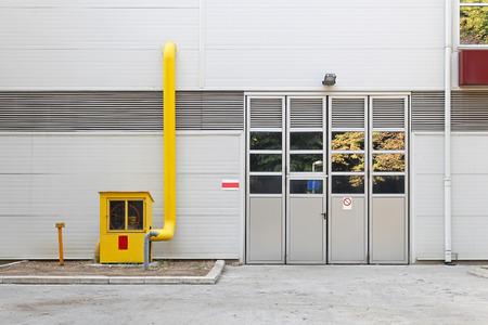 meter box: Medidor de gas industrial cuadro amarillo y v�lvula de corte