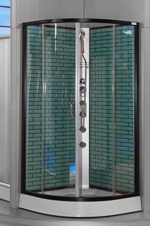 cabine de douche: Cabine moderne de douche en verre dans le coin de salle de bains