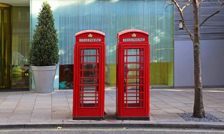 cabina telefonica: Dos cabinas de teléfono en el centro de Londres