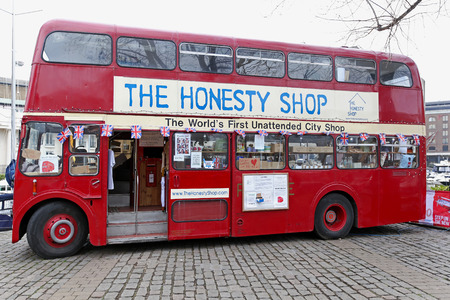 restauration: LONDON, UNITED KINGDOM - JANUARY 25  The Honesty Shop on JANUARY 25, 2013  The Honesty Gift Shop in converted Routemaster bus in London, United Kingdom