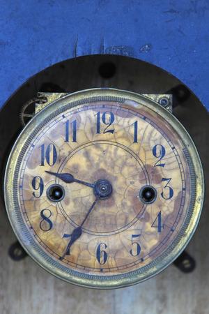analogue: Old grunge analogue round clock