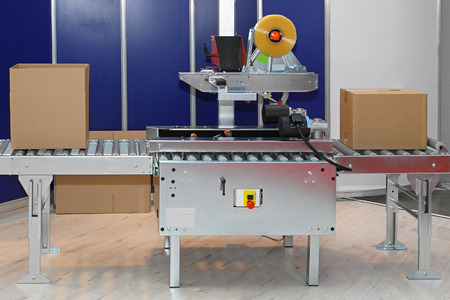 packaging equipment: Automated packaging machine for boxes in factory