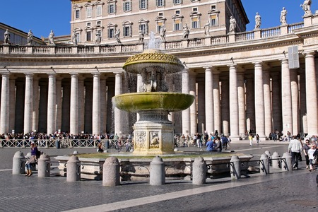apostolic: ROME, ITALY - OCTOBER 26  St Peter Square in Vatican on OCTOBER 26, 2009  Fountain at Saint Peters Square and Apostolic Palace in Vatican  Editorial