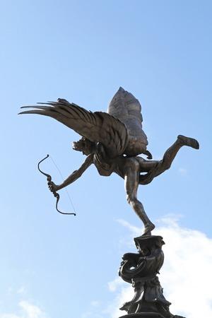 eros: LONDRA, REGNO UNITO - 04 Aprile statua di Eros a Londra il 4 Aprile 2010 La statua di Eros a Piccadilly Circus a Londra, Regno Unito Editoriali