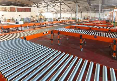 hub: Conveyer belt system in sorting warehouse