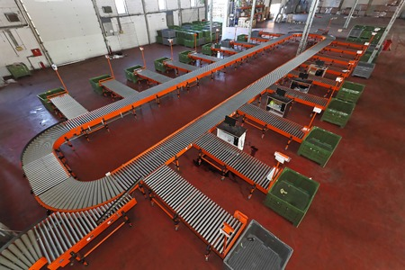 sorting: Sorting system with conveyer belt in distribution warehouse