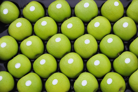 granny smith: Green Granny Smith Apples in crate Stock Photo