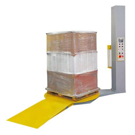 wraps: Retractilado de protecci�n de palets durante el transporte aislado Foto de archivo