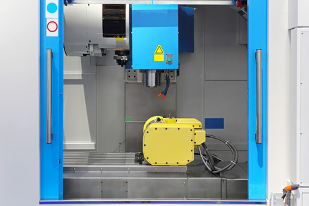 milling center: Machining and milling center tool in workshop