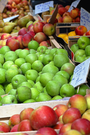 granny smith: Granny Smith green apples at farmers market