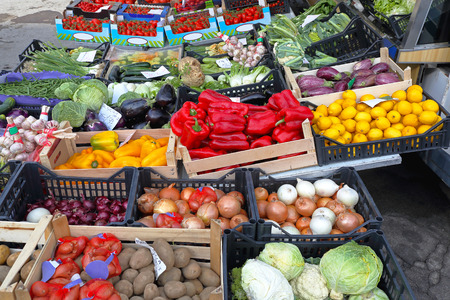 crates: Various vegetables and fruits at Farmers market Stock Photo