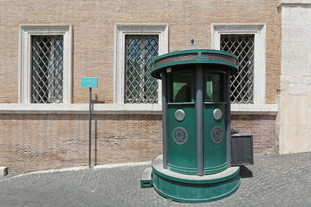 guard house: ROME, ITALY - JUNE 30: Guard booth in Rome on JUNE 30, 2014. Armored guard house at Quirinale in Rome, Italy.
