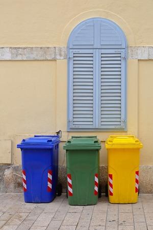 botes de basura: Reciclaje y clasificaci�n botes de basura de pl�stico